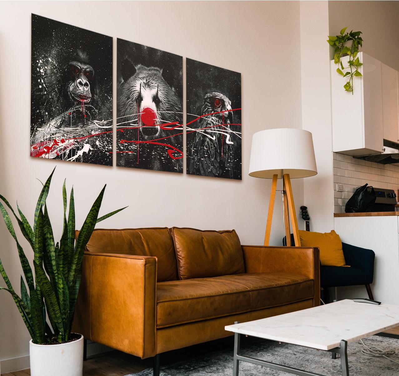 Triptyque Animaux, noir / blanc / rouge sang. Gorille, Ours, Milan 750€.
